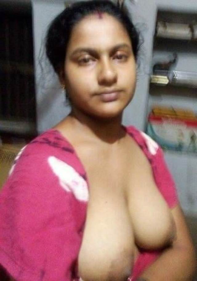 hot aunty opened her blouse button to expose big boobs