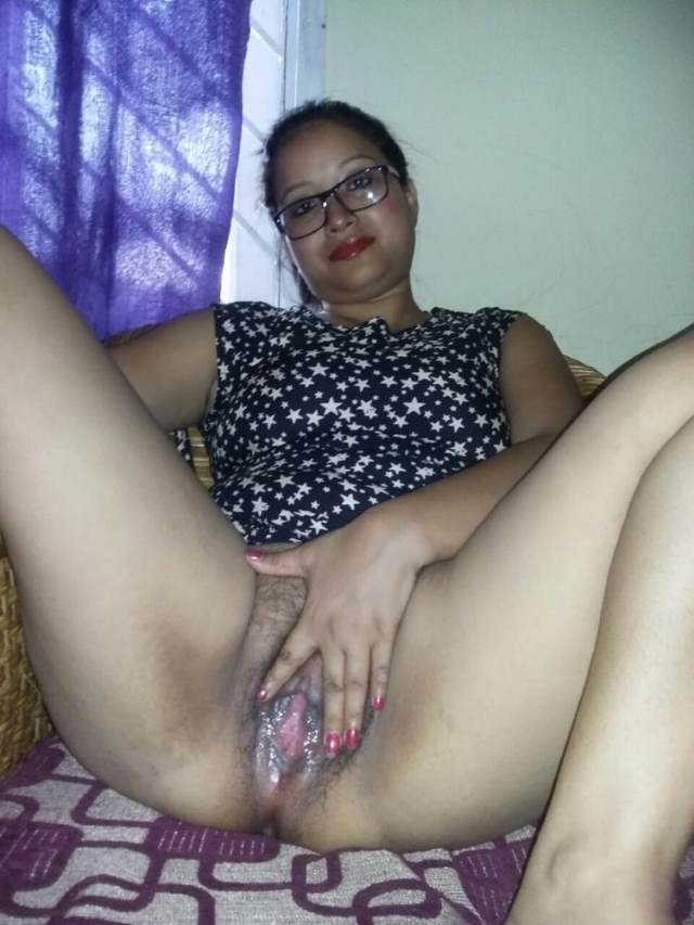 desi aunty ki hot mood me wet pussy pic