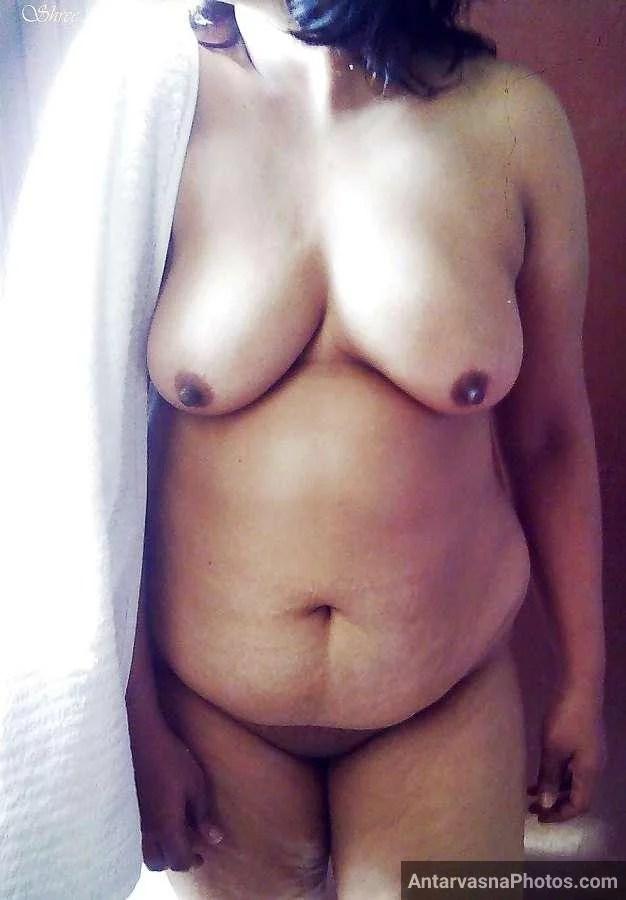 sexy desi aunty nude bathroom pics