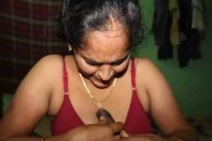 Randi Bhabhi blowjob at home