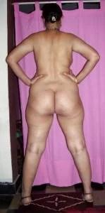 curvy bhabhi's showing sexy big ass
