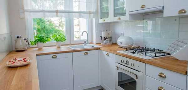 дизайн узкой кухни с окном в конце 2