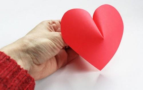 Διακόσμηση τοίχου με DIY 3D  χάρτινες καρδιές για την ημέρα του Αγίου Βαλεντίνου3
