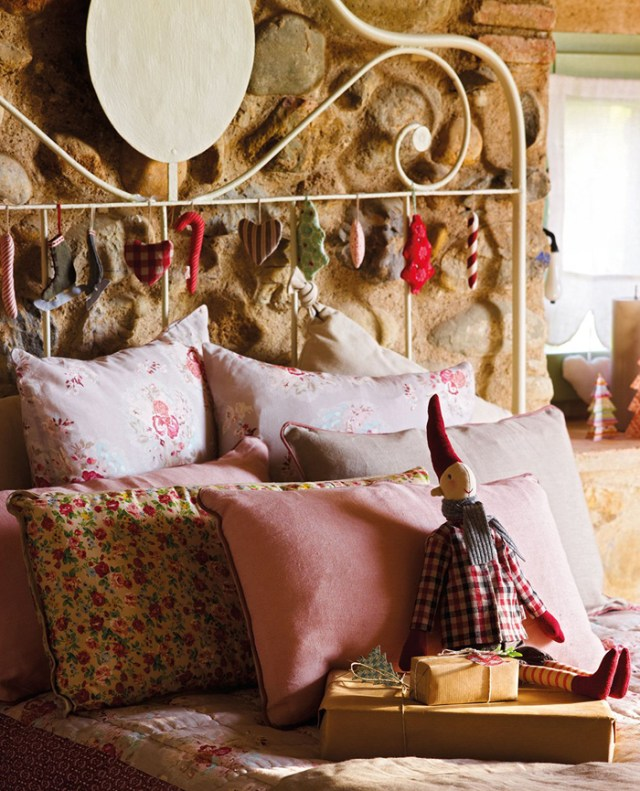 Christmas atmosphere in a fairy tale house17