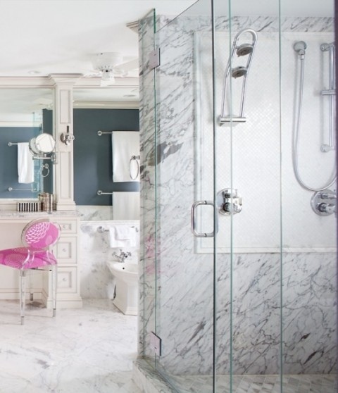 Elegant marble bathroom with pink touches6