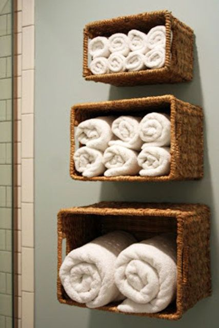 Clever ideas to organize your bath towels1