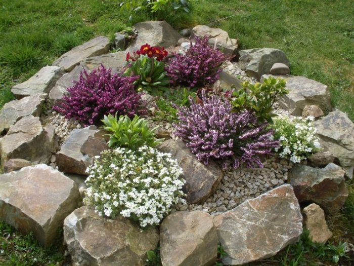 garden deco with rocks4
