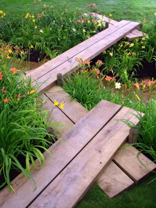 garden paths with wood13