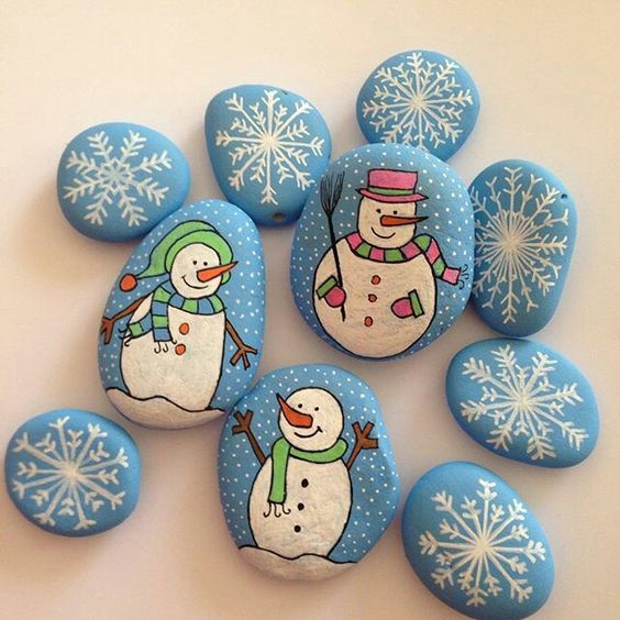 Christmas painting on stones and pebbles (18)