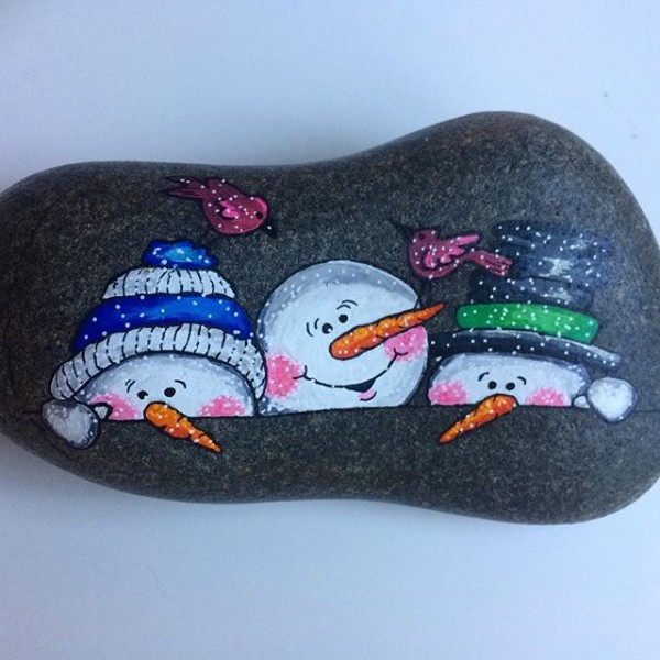 Christmas painting on stones and pebbles (14)