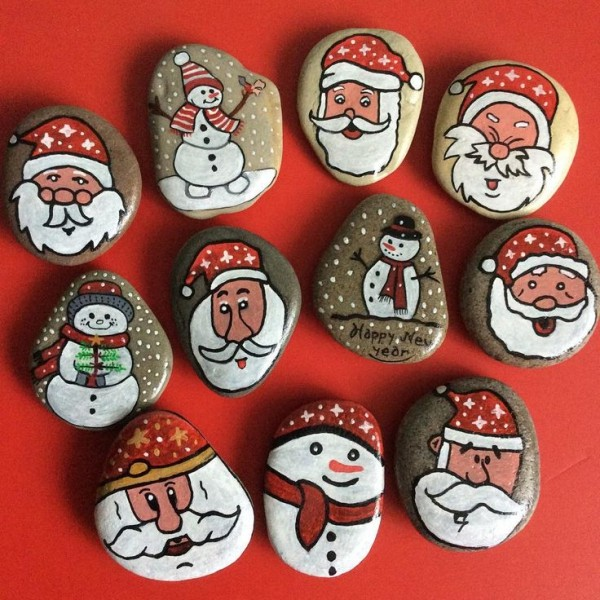 Christmas painting on stones and pebbles (16)
