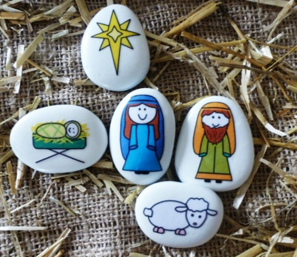 Christmas painting on stones and pebbles (34)