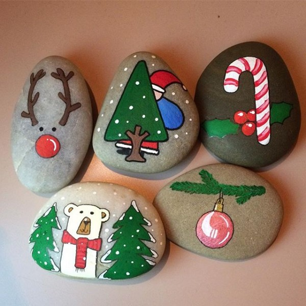 Christmas painting on stones and pebbles (39)