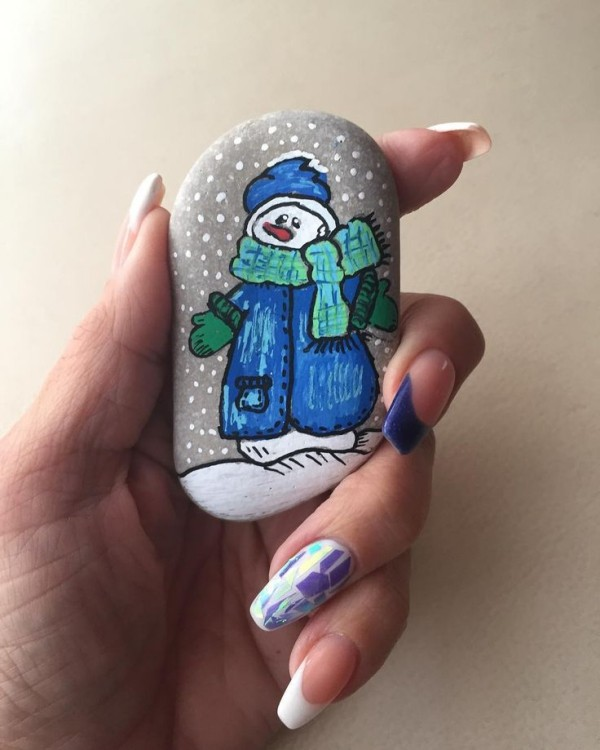 Christmas painting on stones and pebbles (54)