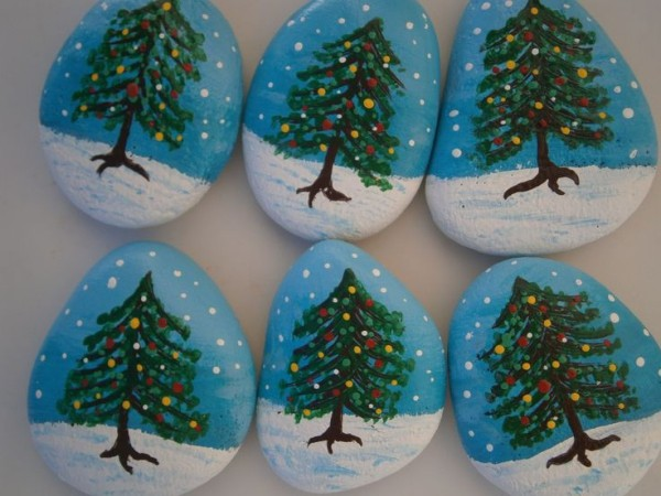 Christmas painting on stones and pebbles (58)