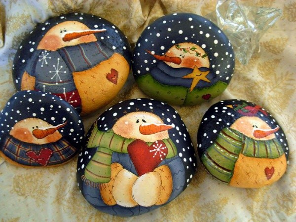 Christmas painting on stones and pebbles (60)