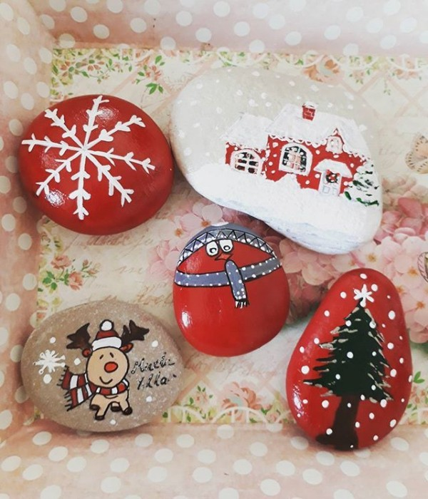 Christmas painting on stones and pebbles (82)
