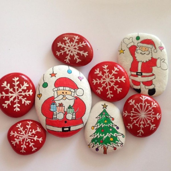 Christmas painting on stones and pebbles (9)