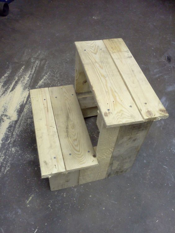 DIY pot stands from pallets5