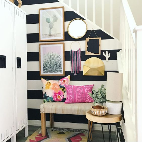95 Home Entry Hall Ideas For A First Impressive Impression: Striped Halls: Dare To Paint Or Decorate Your Entrance