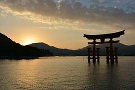 厳島神社鳥居夕日
