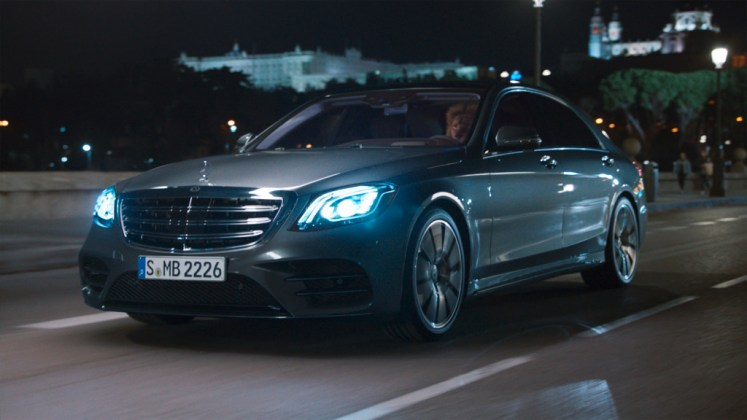 "S-Class campaign ""Feel Intelligent Drive"": ENERGIZING comfort control: How the new S-Class tames the lion"