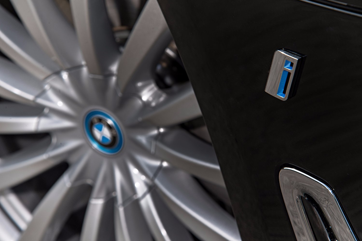BMW Group electrified sales top 10,000 in September