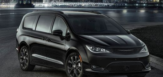 New S Appearance Package Offers Sporty Look for 2018 Chrysler Pacifica