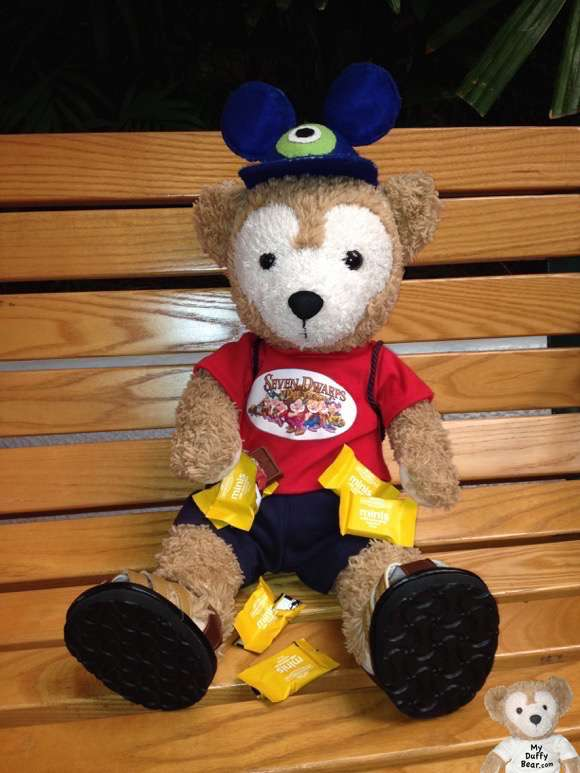 Duffy the Disney Bear eats Free Ghirardelli Chocolate at EPCOT Food & Wine Festival