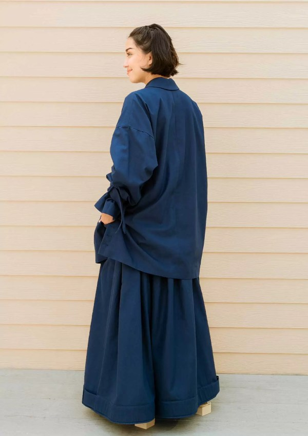 dark blue blazer made from organic cotton