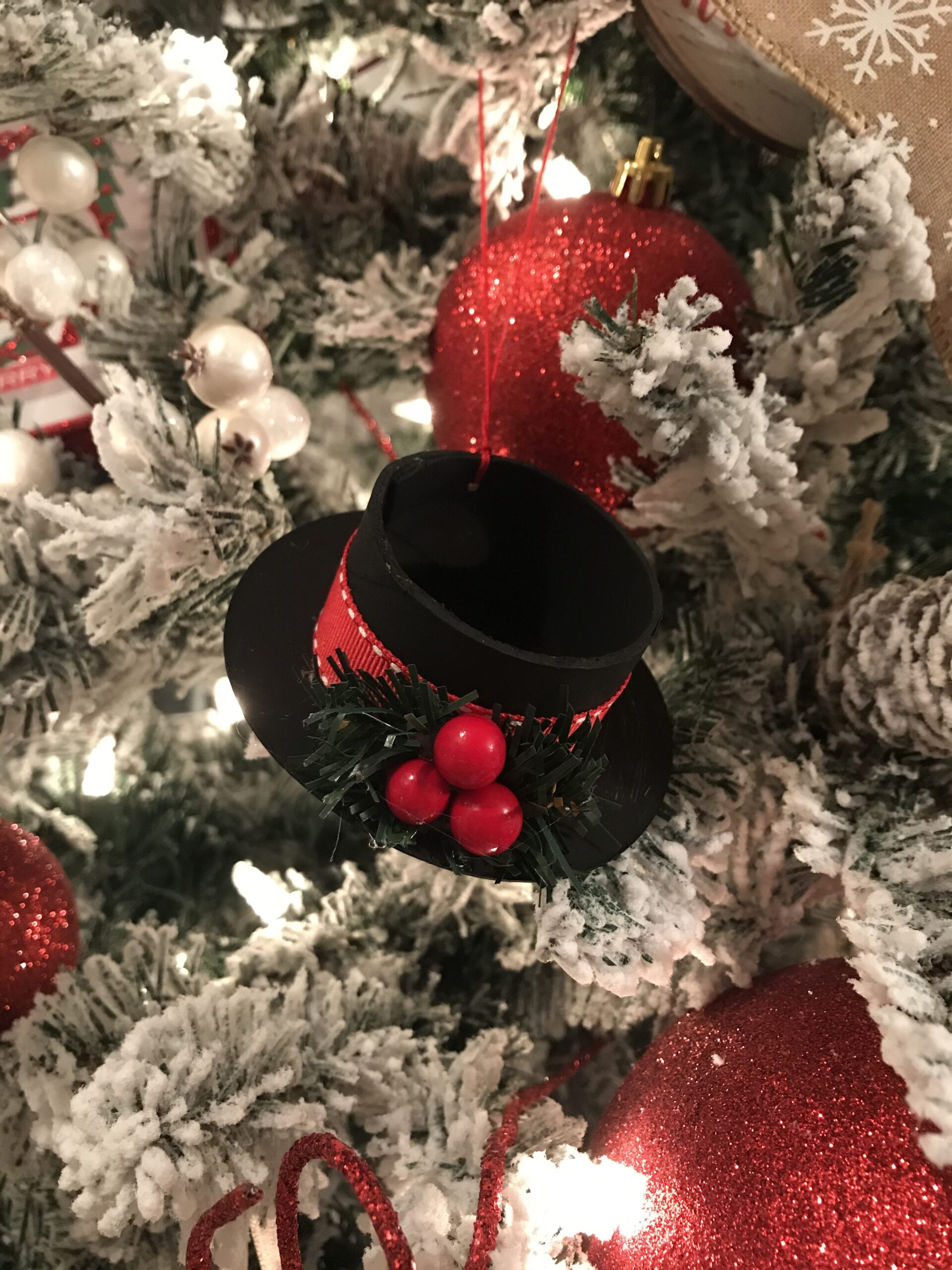 Read more about the article Ribbon Spool Christmas Ornaments