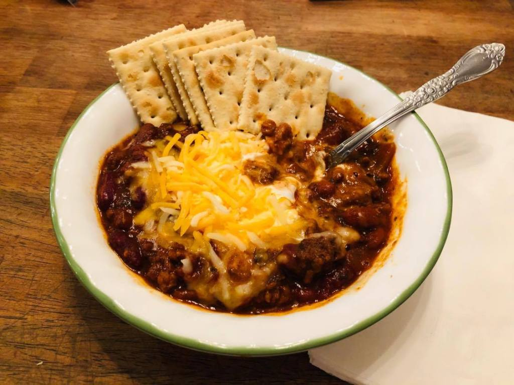 chili with cheese and crackers