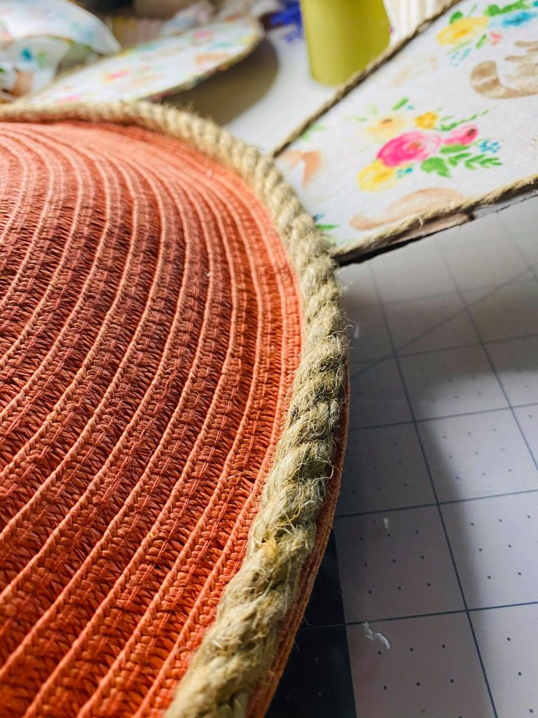 adding jute rope around the border of the placemat