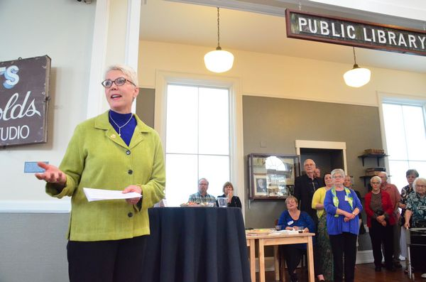 Edmonds City Council President Diane Buckshnis praised the volunteers who gave so generously of their time and expertise to restore old Carnegie Library to its original interior layout.