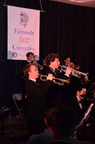 Edmonds-Woodway's Lee Cantrelle and Cole Comefrey treat the crowd to a trumpet duet.