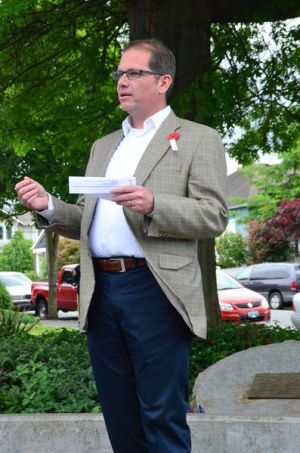 Edmonds City Councilmember Strom Peterson praised the work of the City of Edmonds and particularly Parks Director Carrie Hite for their invaluable assistance in making the memorial a reality.