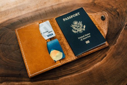10 Gifts For the Bride Who Loves to Travel