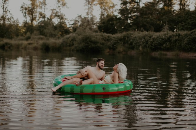 summer-on-the-lake-engagement-photos-1