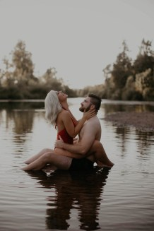 summer-on-the-lake-engagement-photos-26