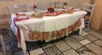 Τραπέζι ευχών, ροζ κουφέτα, cupcake ψάθινο καπέλο, ροζ λεμονάδα και γιρλάντα με κορδέλες και φυσικά το βιβλίο ευχών, σε στυλ ρομαντικό και shabby chic!