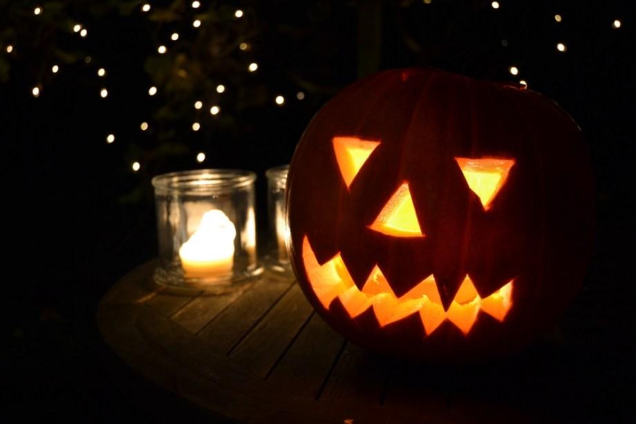 Halloween – Kürbis und Flammen
