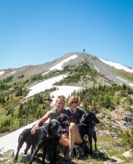 Two women and three dogs with a self timer? That was a challenge!