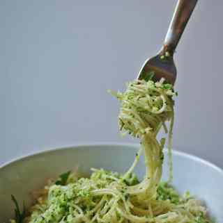 Broccoli Pesto Pasta | anutritionisteats.com