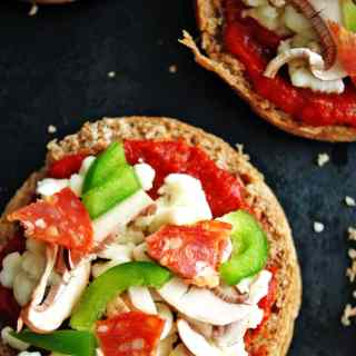 Freezer English Muffin Pizzas | make these healthy pizzas and freeze for easy dinners