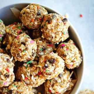No-Bake Energy Bites | A healthy, wholesome snack that tastes like a treat!