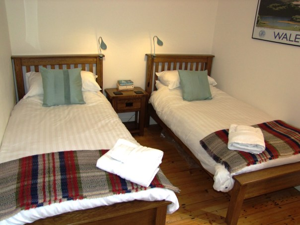 The bedroom with two single beds