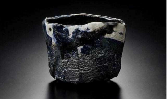 Kichizaemon XV, bol raku noiryaki-nuki, 20212, coll. Musée national d'Art moderne de Tokyo