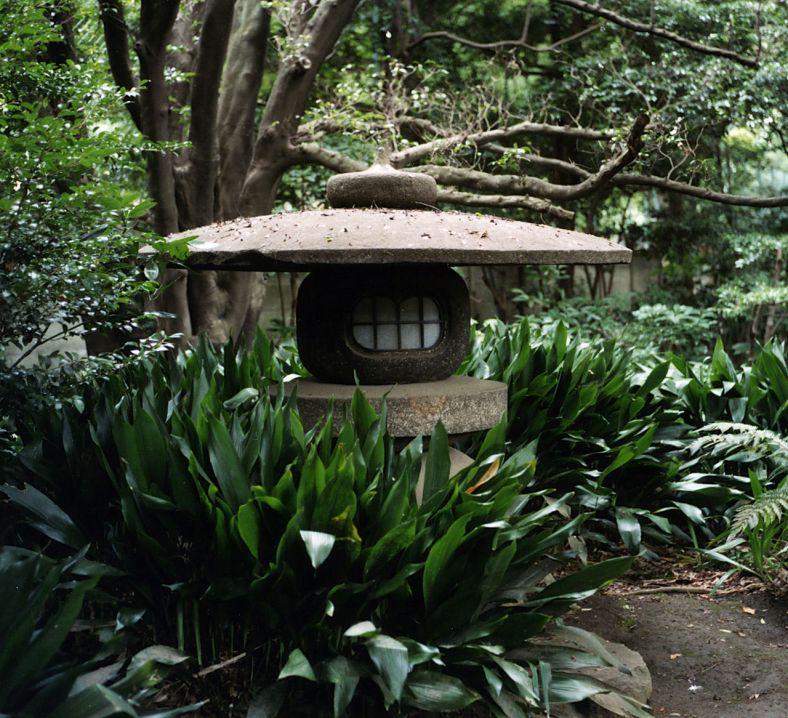 Lanterne de pierre du Rikugi-en à Tokyo.
