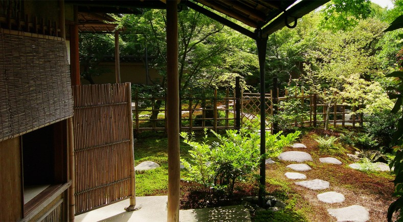 Tea_House_and_Roji_at_the_Adachi_Museum_of_Art