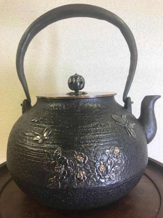 Tetsubin - Couvertures de fer et de cuivre et d'argent Période Taisho (1911-1925)